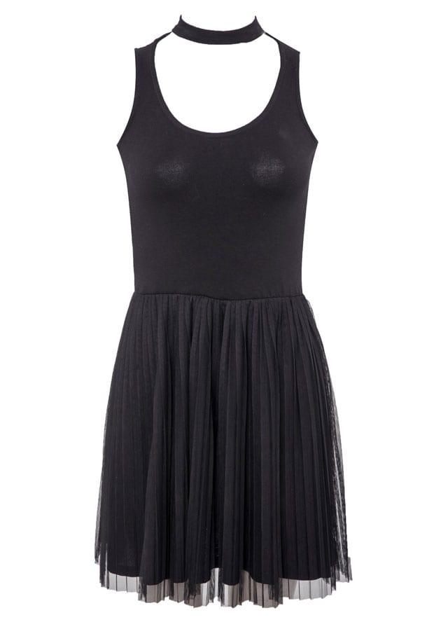 שמלת פרום שחורה של TNT. קים אזולאי, עומר חזן, שמלה שילוב טוטו שחורה, מחיר 149.90 שקל. צילום שי נייבורג