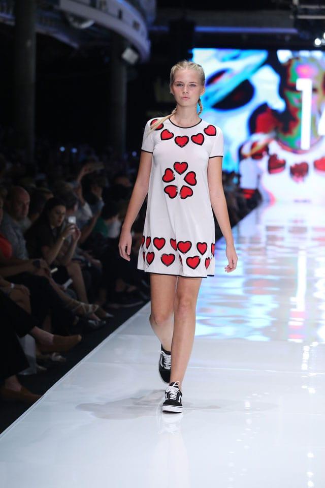 אורי מינקובסקי. שבוע האופנה 2016 גינדי תל אביב. צילום: אבי ולדמן - efifo, שבועות, אתר אופנה-
