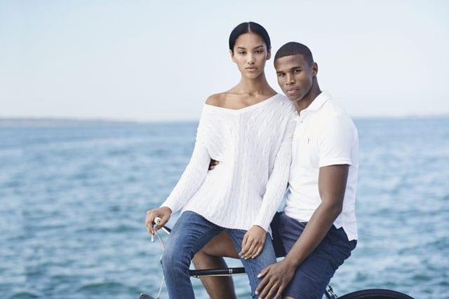 חולצה לבנה של ראלף לורן. מחירי אשה. חולצה: 399 שקל, גינס: 599 שקל. צילום: יח״צ חו״ל