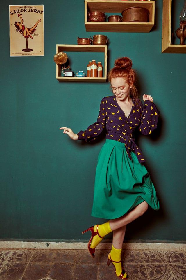 בצילום: חולצה וגרביים: זארה, חצאית: ״בא מאהבה״, נעליים: סטרדיווריוס