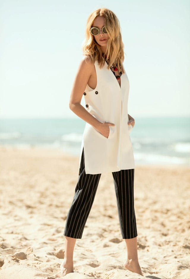 גלית גוטמן לובשת חולצה לבנה של קרייזי ליין, גלית גוטמן לקרייזי ליין. קיץ 2017, צילום: דודי חסון