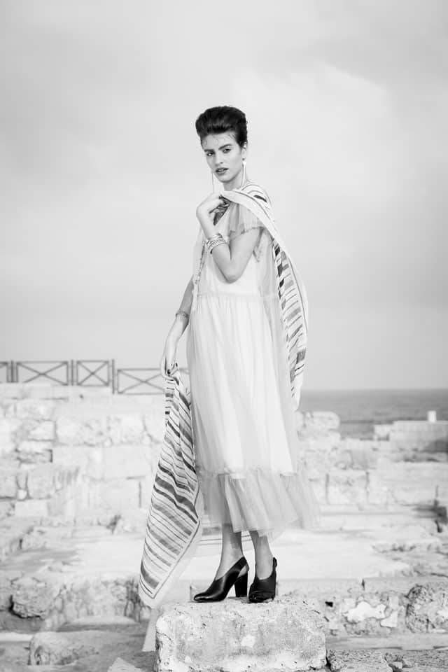 מאיה: שמלה: רונן חן, צעיף: אוסף פרטי, תכשיטים: סגיה, צילום והפקה:אינגה אבשלום שיליאן (Inga Avshalom Ahilian) - סטודיו גברא (Studio Gavra), מנחה: איתן טל (Eitan Tal), סטיילינג:יפעת מנדבי (Yifat Mandavi Vx), איפור ועיצוב שיער:בן קדר (Ben Kader), דוגמנים:מאיה ברששת (Maya Barsheshet),דיאן שוורץ (Dian Schwartz),עומרי ביטון (Omri Biton) לסוכנות יולי (Yuli Group), עוזרי צלם: רועי קאשי (Roie Kashi), מתן שגיא (Matan Sagi), לין אל (Lin El), אופנה, מגזין אופנה, חדשות אופנה, כתבות אופנה, Fashiom Magazine, Fashion, Efifo ,מגזין אופנה ישראלי, מגזין אופנה ועיצוב, עיתון אופנה, מגזין אופנה אונליין, טרנדים, סטייל - 13