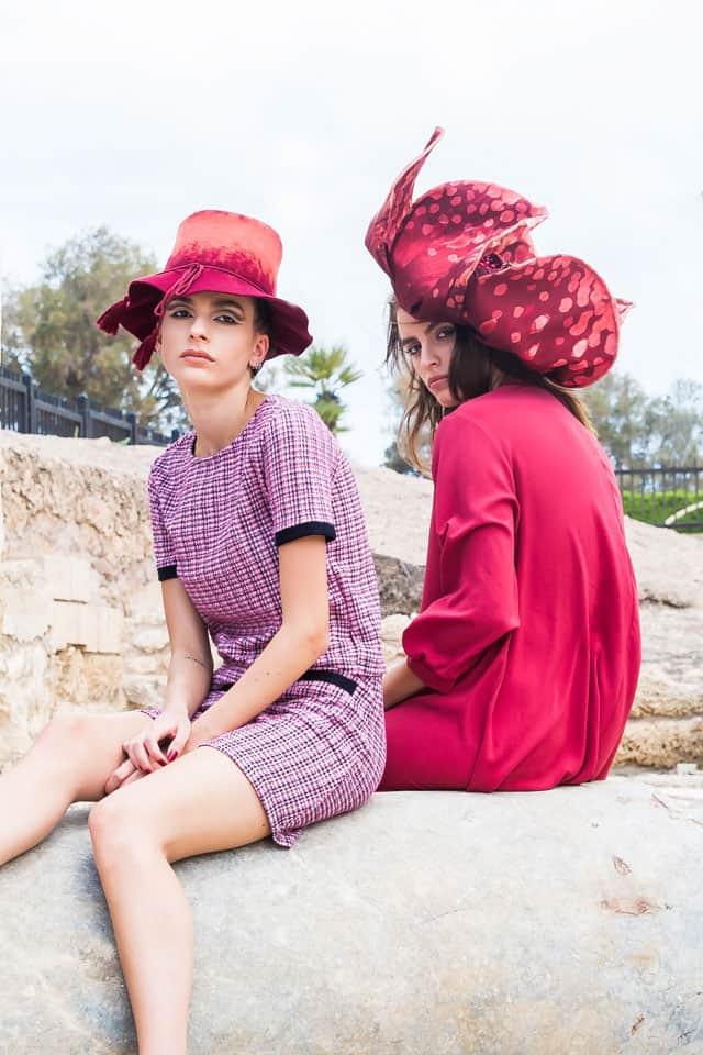 מאיה: כובע: מאור צבר, שמלה: רזילי, נעליים: דניאלה להבי, דיאנה: כובע: מאור צבר, חליפה: זארה, נעלים: פול אנד בר, צילום והפקה:אינגה אבשלום שיליאן (Inga Avshalom Ahilian) - סטודיו גברא (Studio Gavra), מנחה: איתן טל (Eitan Tal), סטיילינג:יפעת מנדבי (Yifat Mandavi Vx), איפור ועיצוב שיער:בן קדר (Ben Kader), דוגמנים:מאיה ברששת (Maya Barsheshet),דיאן שוורץ (Dian Schwartz),עומרי ביטון (Omri Biton) לסוכנות יולי (Yuli Group), עוזרי צלם: רועי קאשי (Roie Kashi), מתן שגיא (Matan Sagi), לין אל (Lin El), אופנה, מגזין אופנה, חדשות אופנה, כתבות אופנה, Fashiom Magazine, Fashion, Efifo ,מגזין אופנה ישראלי, מגזין אופנה ועיצוב, עיתון אופנה, מגזין אופנה אונליין, טרנדים, סטייל - 3