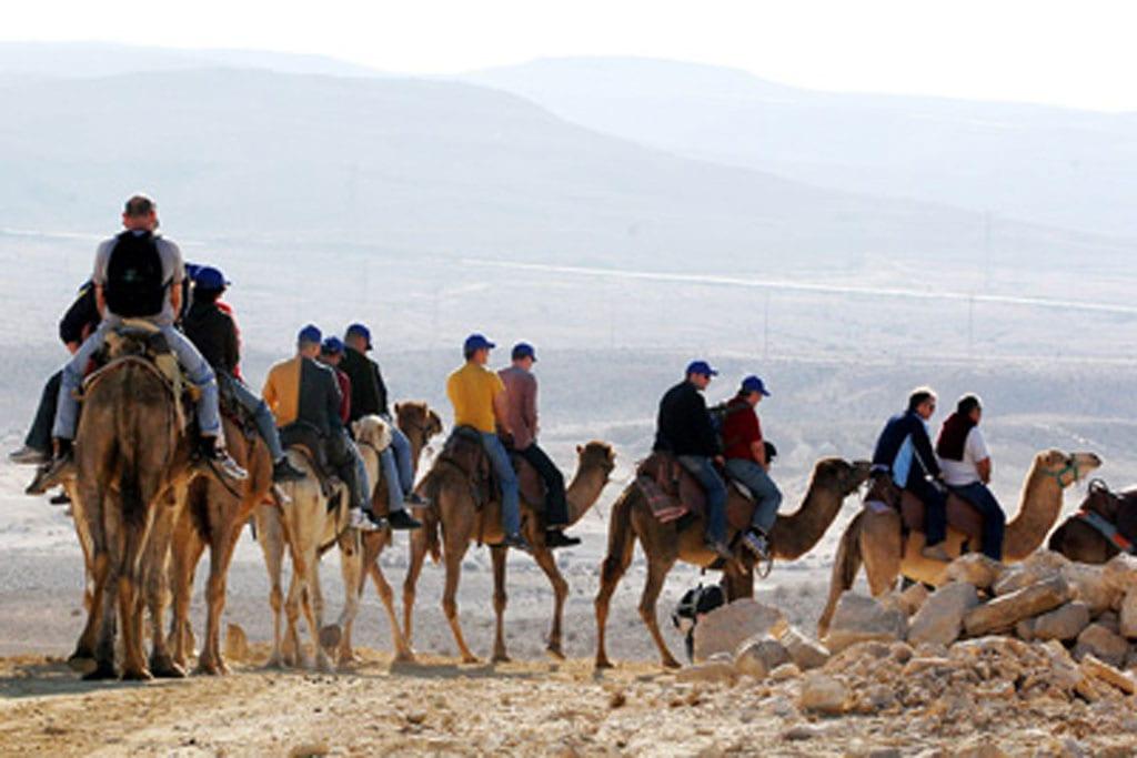 חאן שיירות, במדבר-11