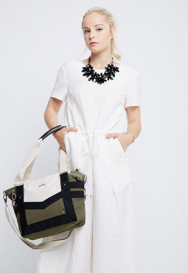 מגזין אופנה. 729 שקל. kipling. צילום: רחלי פרידמן