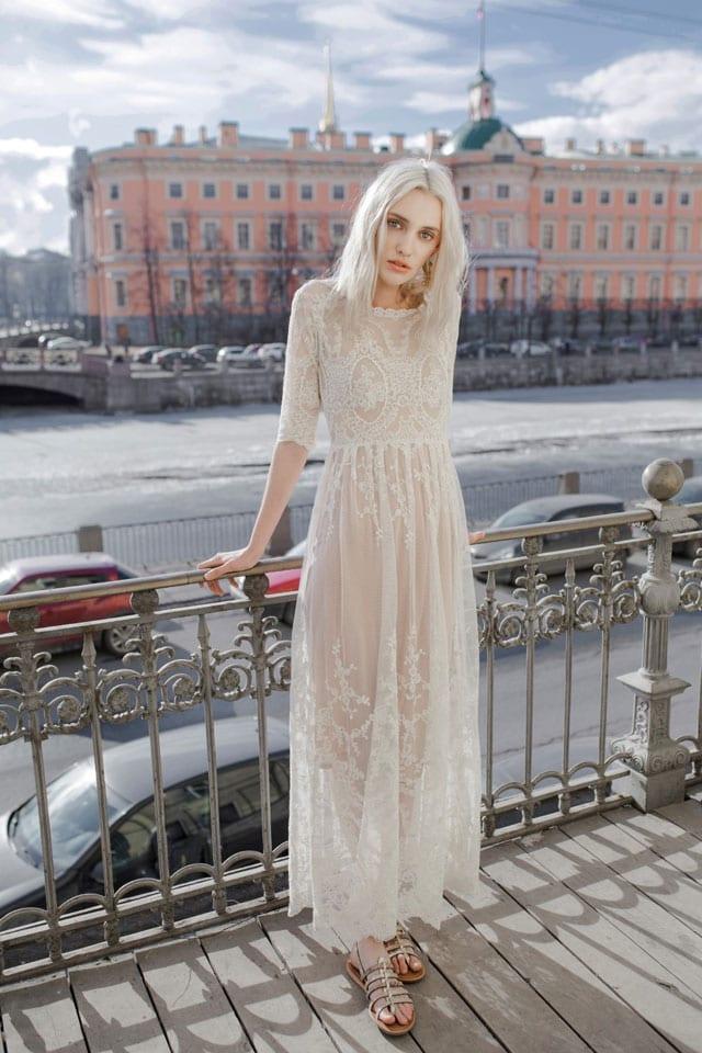 שמלת תחרה לבנה של לארה רוסנובסקי. 2200 שקל. צילום: ליה גולדמן