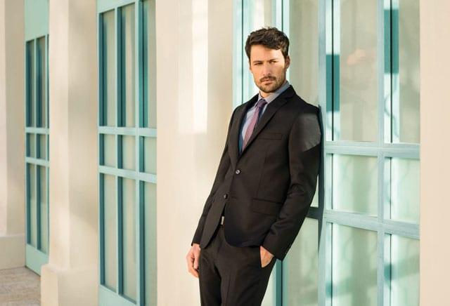 חליפת חתן, חליפה שחורנחתן של פולגת. צילום: עידו לביא, אתר אופנה, EFIFO, 5