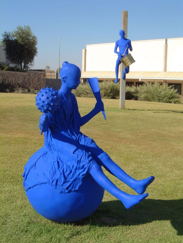 """שיח גלריה בתערוכת הפיסול הגדולה של עפרה צימבליסטה - """"המופע הגדול"""" - במוזיאון הפתוח בגן התעשייה תפן-3"""