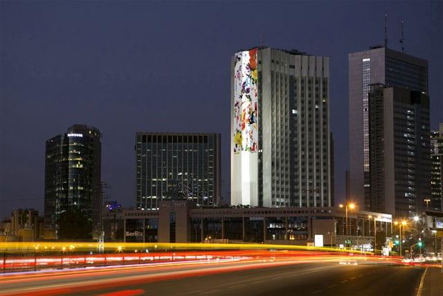 מגזין אמנות. ניר הוד מוצג על קיר אמנות של ברעם-1