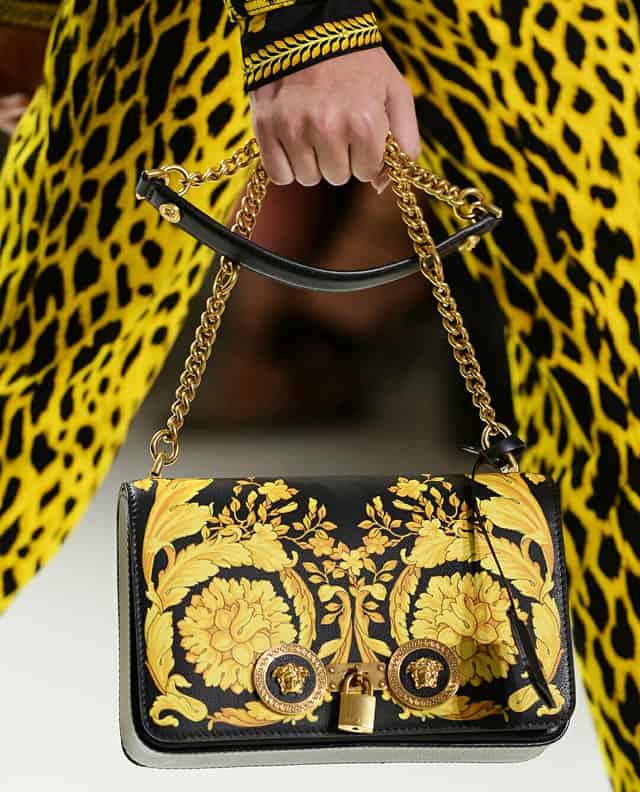 תיק של versace, תיק של ורסצ׳ה, מגזין אופנה, מגזין אופנה ישראלי, Efifo, Fashion, Fashion Magazine, אופנה