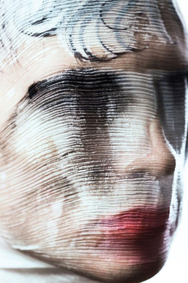 בתמונה: מתוך TEXTURES - תערוכה משותפת להילה אלקיים (צילום ואיפור) וירין שחף (איפור וארט)