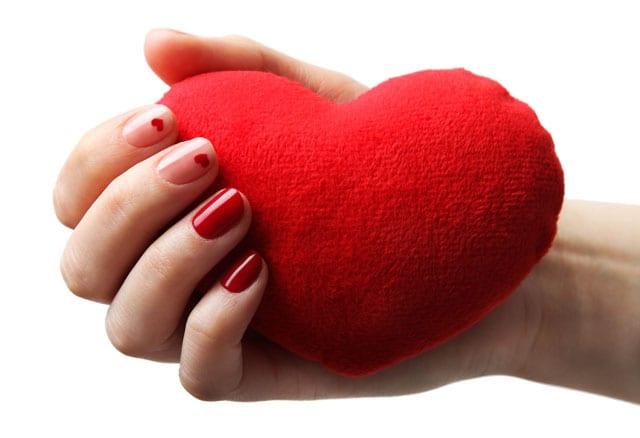 בתמונה: מראה מניקור ציפורניים מיוחד ליום האהבה ברשת yullia צילום יח״צ