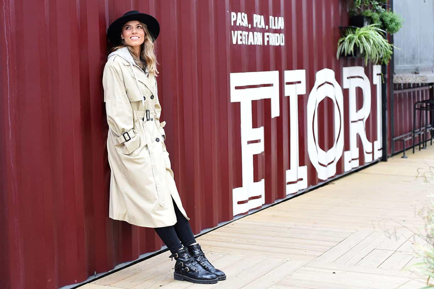 מעיל: מנגו קפוצ'ון: פוקס כובע: אוסף פרטי, חגורה: עדיקה, הודיה פיינגולד צילום לימור יערי - 1