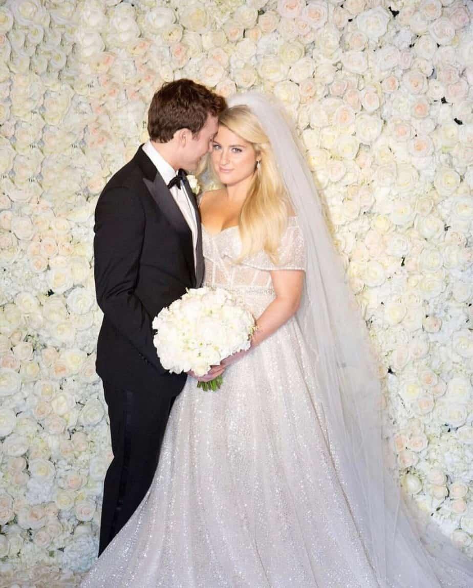מייגן טריינור מתחתנת עם שמלת כלה של המעצבת ברטה. צילום: יח״צ חו״ל