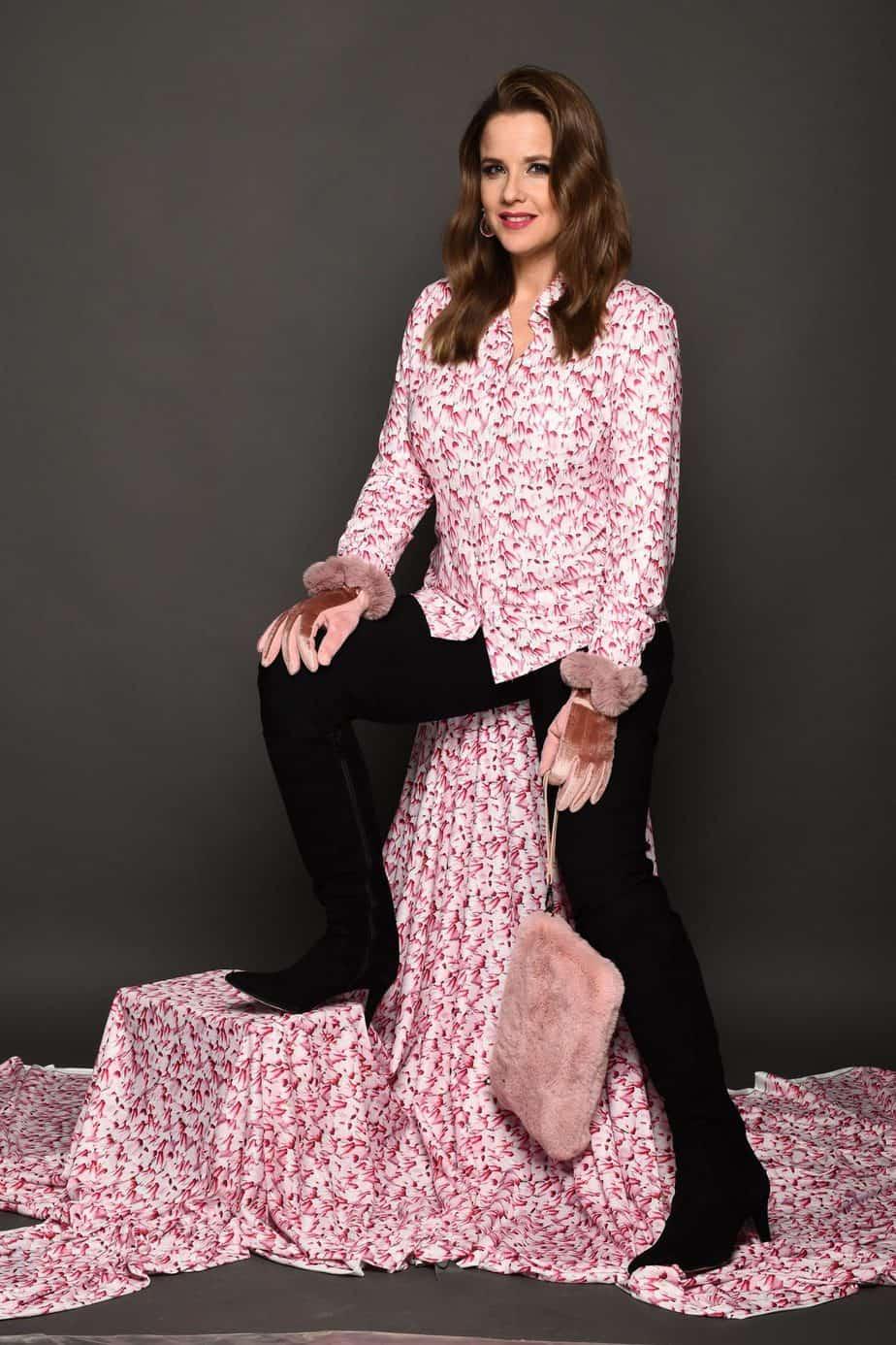פאולה רוזנברג, רעומה חולצת רקפת ומכנסיים גליה צלם צחי ואזנה