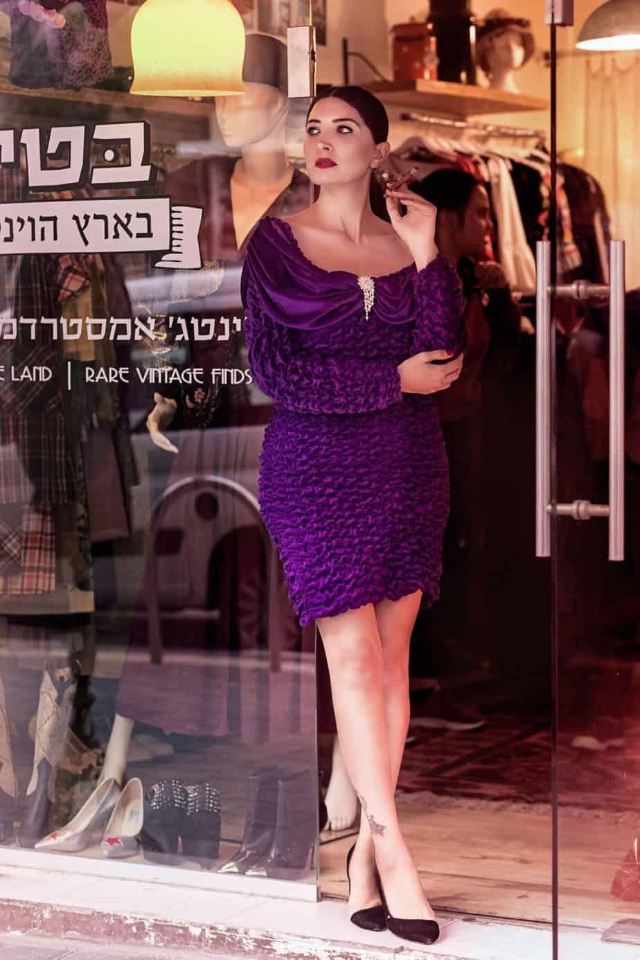 שמלת_ערב_קטיפתית_מהודרת_שנות_ה-_80. בטי בארץ הוינטג׳. מאיה אושרי כהן. צילום: Gennadiy Tsodik