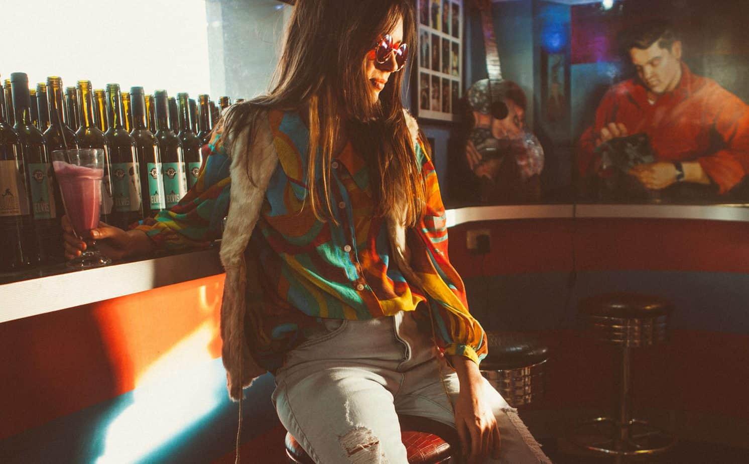 חולצה אוסף פרטי, וסט אוסף פרטי, ג'ינס forever21 , משקפיים עץ המשקפיים, צילום: אופל פרץ, סטיילינג:רוזיטה פרץ ברגר - בוגרת שנקר, החוג לסטיילינג, דוגמנית: אסתר שוורצמן,אופנה, חדשות אופנה, כתבות אופנה, Fashiom Magazine, Fashion, Efifo ,מגזין אופנה, מגזין אופנה ישראלי, מגזיני אופנה ישראלים -11