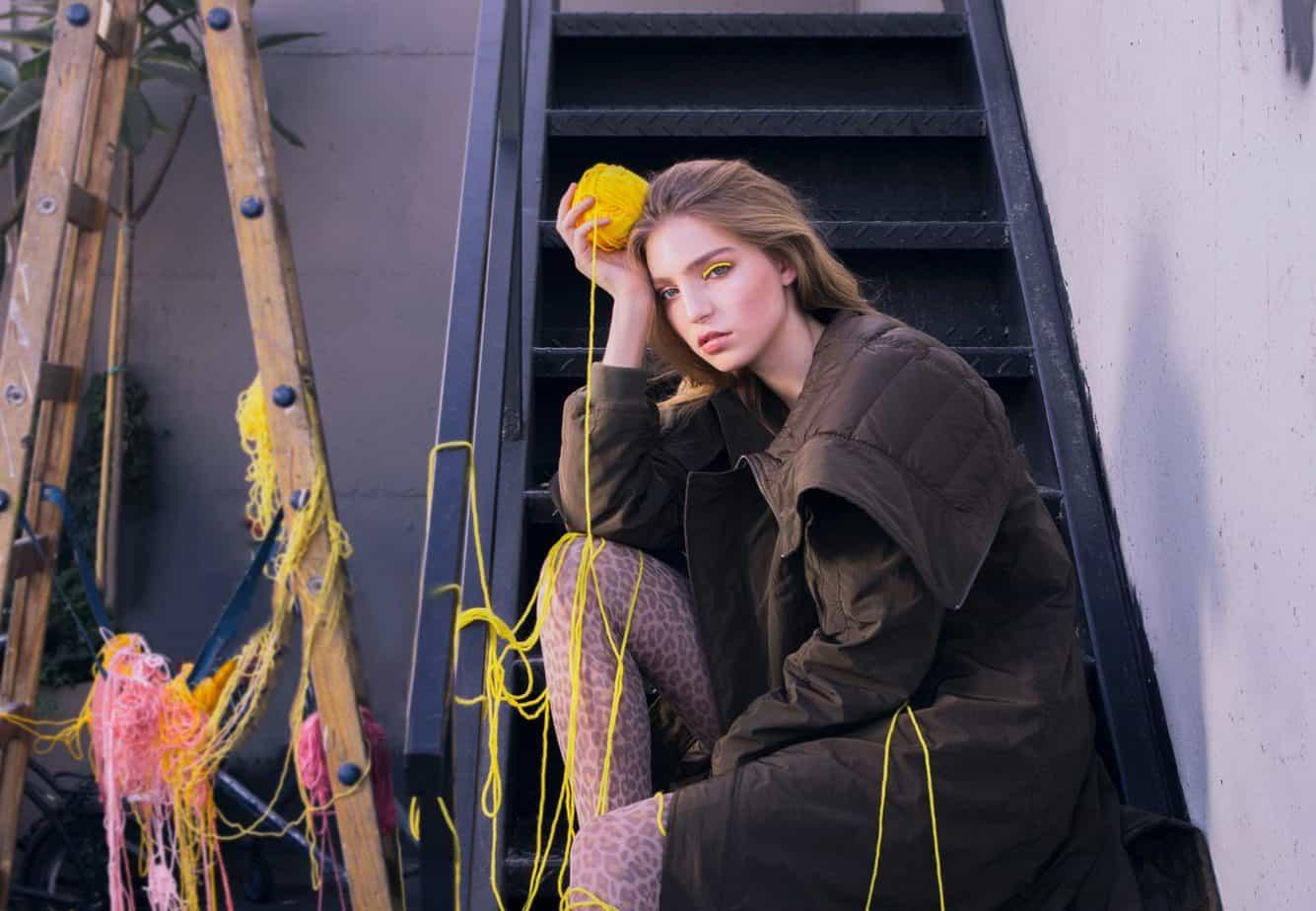 מעיל: Inn7, גרביון: Divine Garage, הפקת אופנה: צילום: קרן גנור, סטיילינג: אורי לשם, דוגמניות: שירה תגר ומאיה פלד ל-A list models, לוקיישן: Mondo 2000,איפור ועיצוב שיער: אלה רן -6