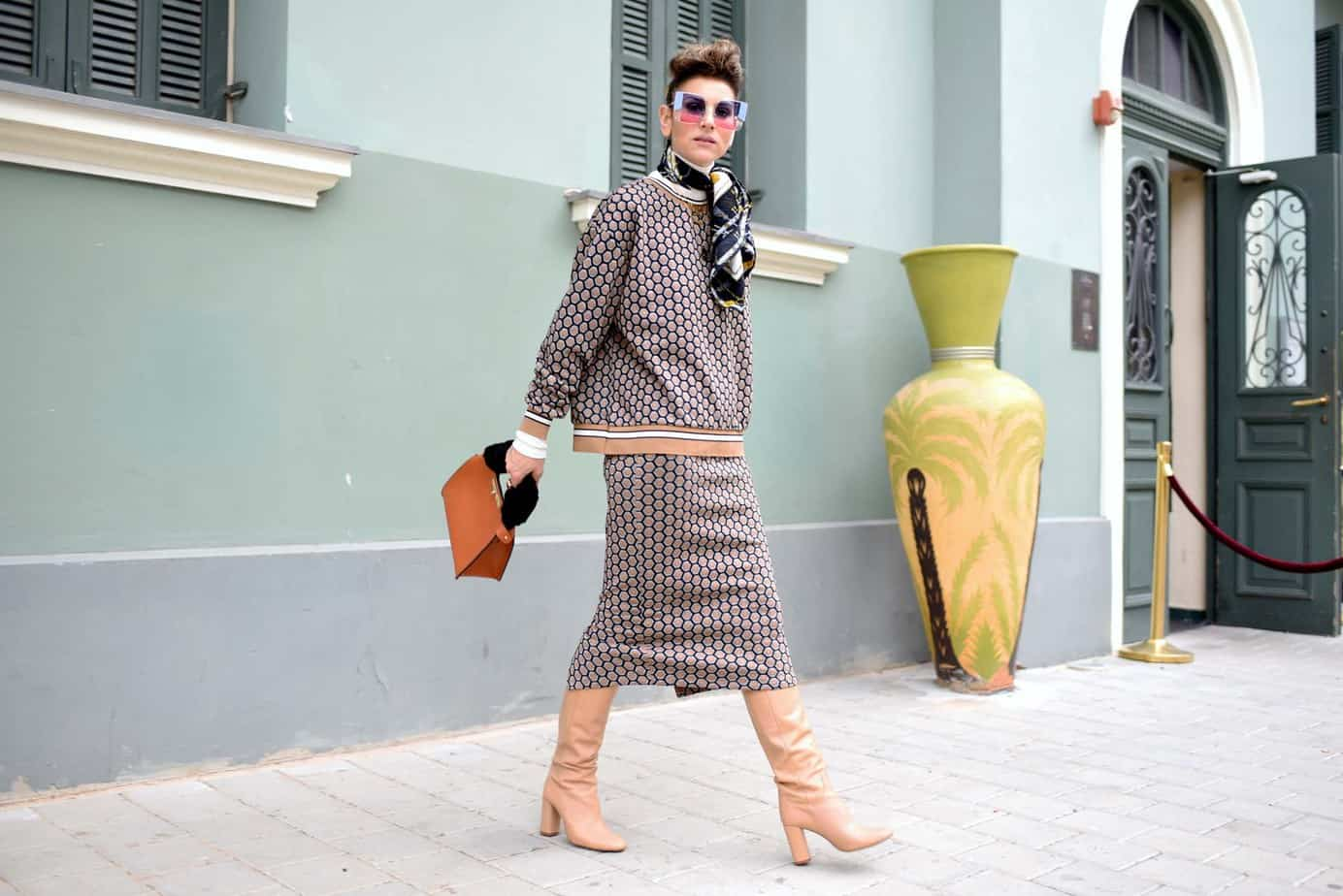 חליפה H&M, מגפיים וצעיף: זארה | גולף: מנגו | תיק: לילך אלגרבלי | משקפי שמש:private vintage collection. אורנה חיות. צילום: לימור יערי66