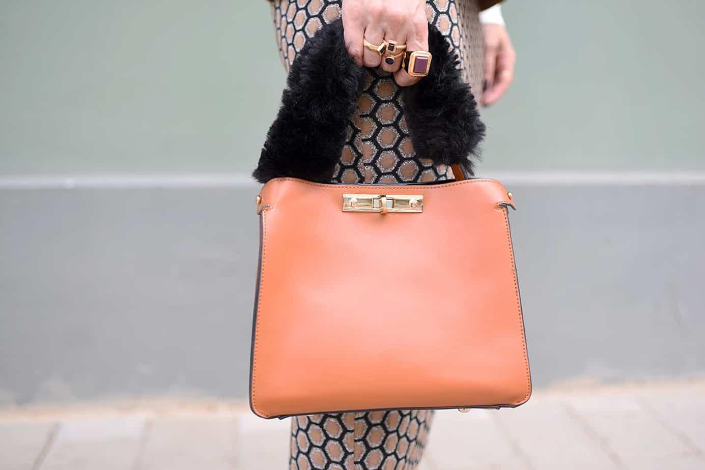חליפה H&M, מגפיים וצעיף: זארה | גולף: מנגו | תיק: לילך אלגרבלי | משקפי שמש:private vintage collection. אורנה חיות. צילום: לימור יערי -4
