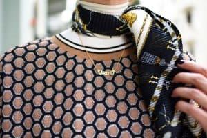 חליפה H&M, מגפיים וצעיף: זארה | גולף: מנגו | תיק: לילך אלגרבלי | משקפי שמש:private vintage collection. אורנה חיות. צילום: לימור יערי333
