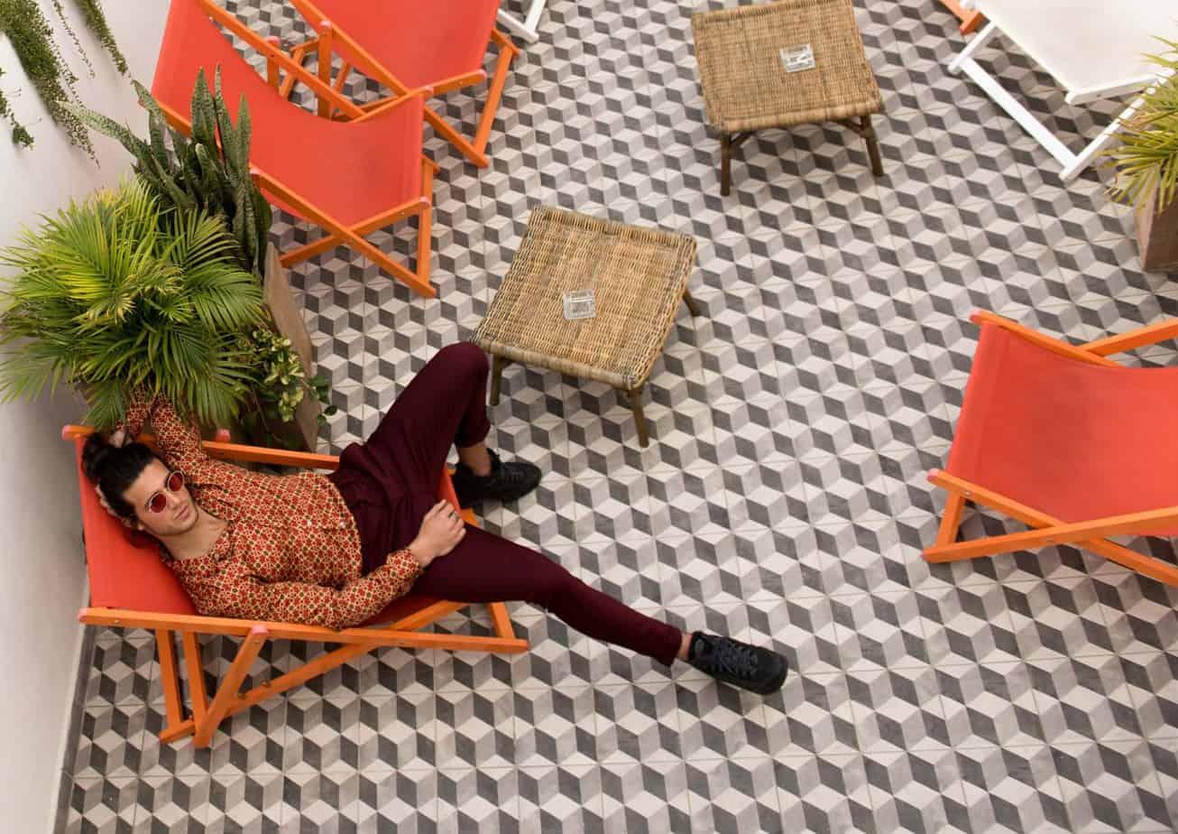 אסף גורן האח הגדול VIP, אסף גורן, Asaf Goren, צילום מני פל - חולצה: זארה, מכנסיים: H&M, משקפיים: אירוקה