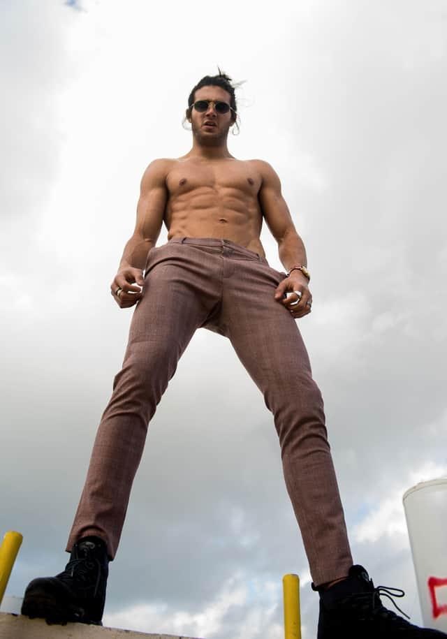 אסף גורן על הגובה, צילום מני פל