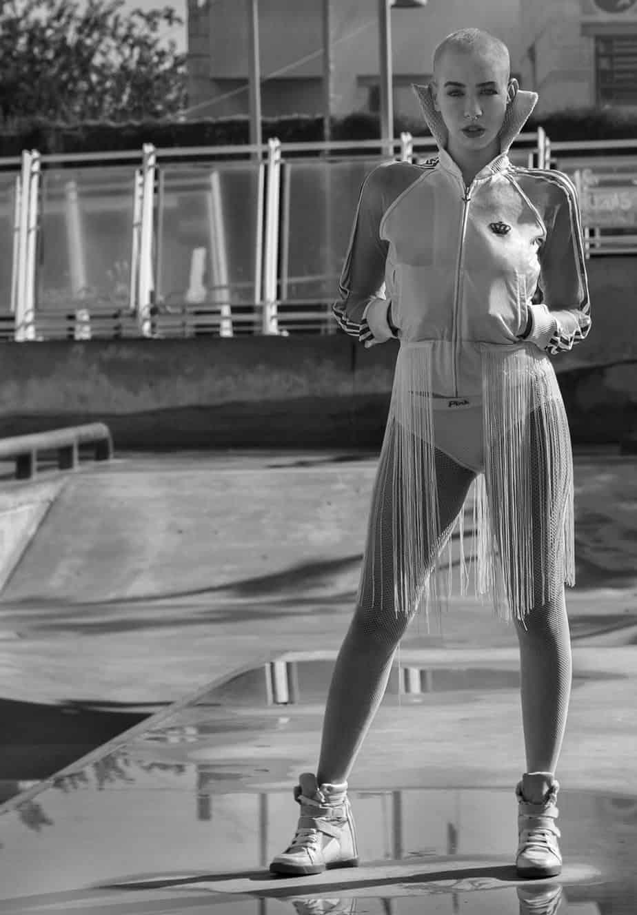 ג'קט פרנזים: מעצבת ortis גרביון: ברוריה, נעליים: אוסף פרטי, דוגמנית: דנה ארבוס (Danna Arbus), צילום, סטיילינג וטקסט: שרון סטאר, איפור: ליהי ציון, אופנה: אורטל כהן - 9