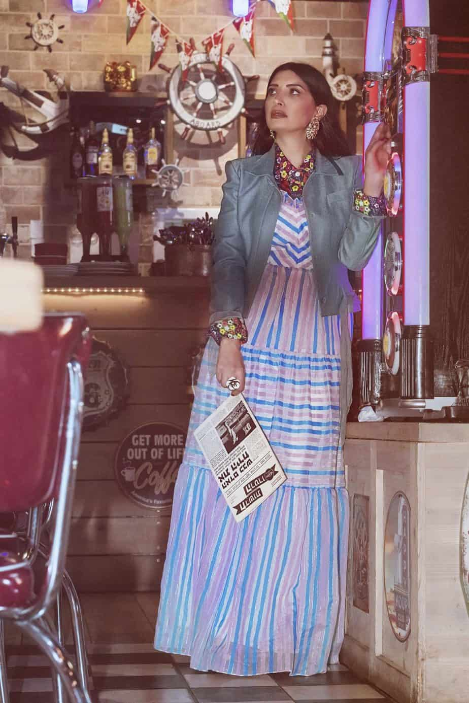 חולצה מודפסת שנות ה- 70, שמלה מקסי, ג'קט של ג'ון גליאנו (2), מאיה אושרי כהן, אופנה שנות השבעים,צילום Gennadiy Tsodik