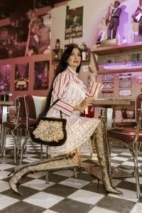 מאיה אושרי כהן, אופנה שנות השבעים,צילום שמלת פסים בטקסטורת קרפון מעליה קומבינזון קרושה ומגפיים מעור, Gennadiy Tsodik