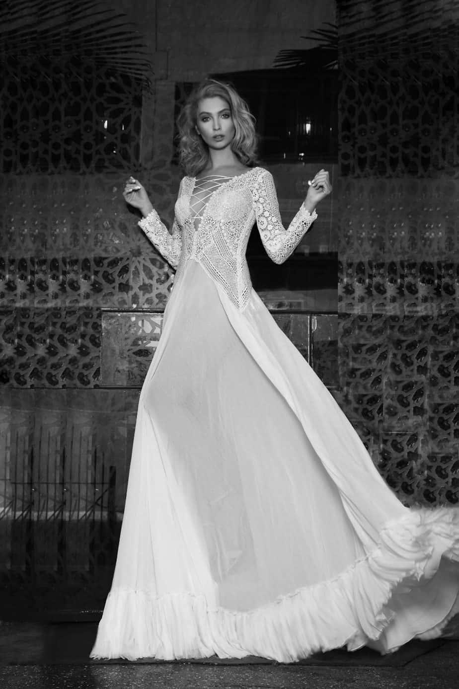 לכלה הצעירה והמבוגרת. שמלת כלה של סילביה ורסנו: צילום צחי וזנה