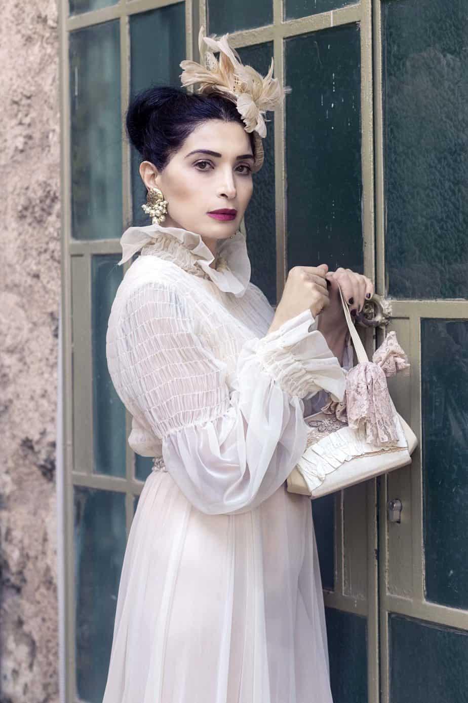 כובע Elizabeth Taylor, עגילים Dior תיק grace kelly. . מאיה אושרי כהן, צילום: Gennadiy Tsodik, אופנה במנהרת הזמן, לוני ויטג׳ -