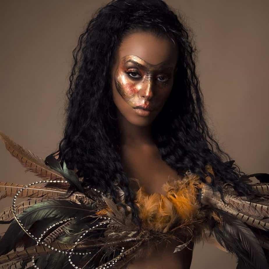 קרנבל אפריקאי, איפור פנים בגוונים מטאליים ותוספות של נוצות איפור וצילום צוות ירין שחף_1