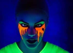 איפור בצבעי נאון של 'קמיון' בתאורה אולטרא סגולית צילום יח''צ 2019 - 1