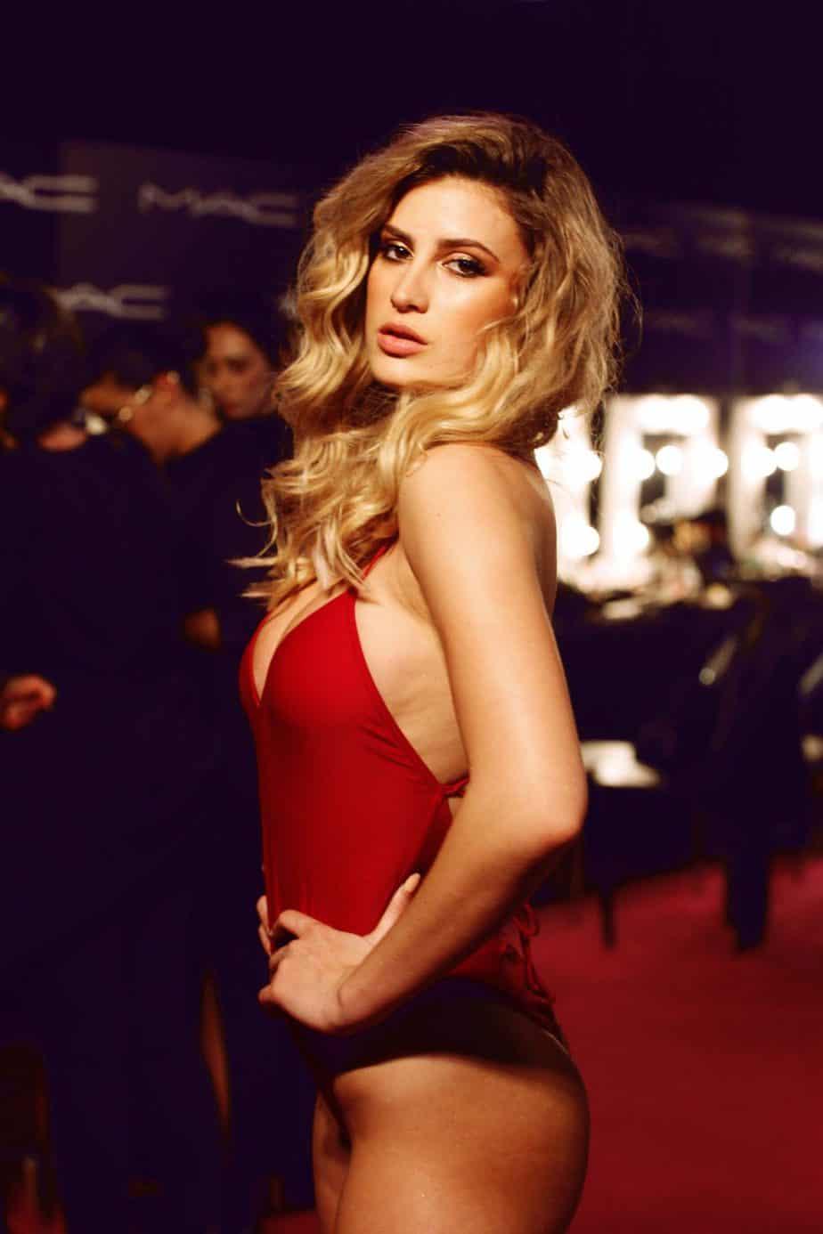גל גברעם בבגד ים של אדום של בננהט. שבוע האופנה תל אביב 2019. צילום עומר רביבי - 15