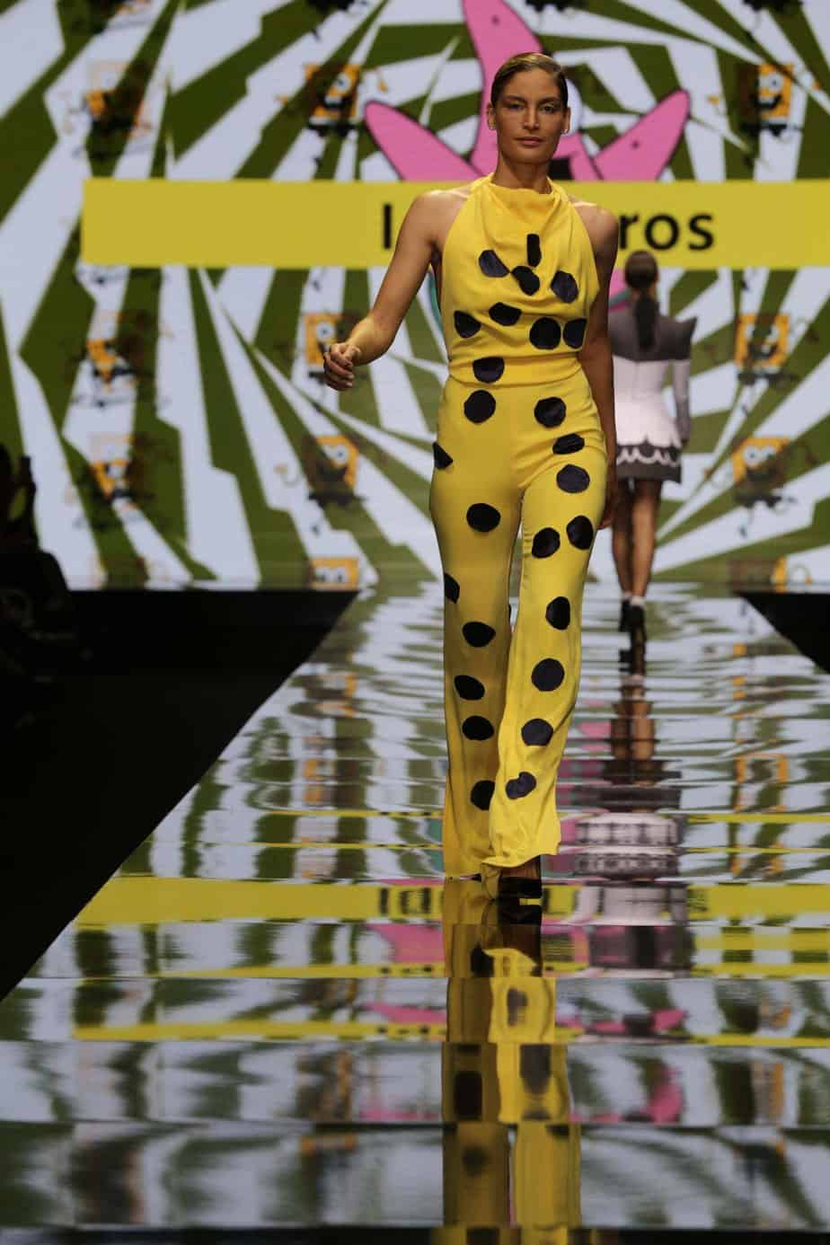 שרון גניש, תצוגת בובספוג. שבוע האופנה תל אביב 2019. צילום אבי ולדמן, רפי דלויה. באדיבות ערוץ האופנה הישראלי -7