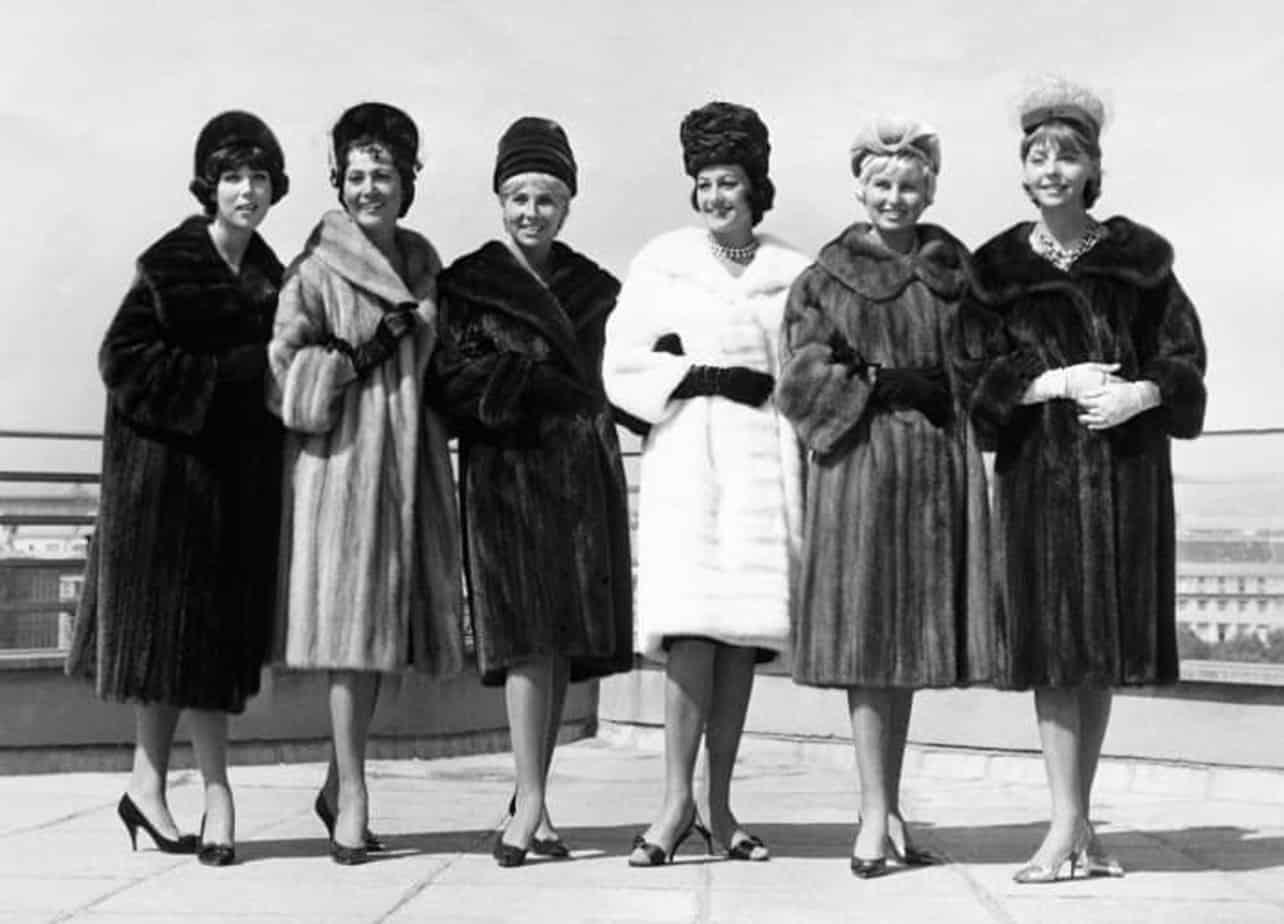 תצוגה אופנה בשנות ה-60. צילום: פינטרסט, Fashion, fashion magazine, fashion articles, fashionisrael, fashion Israel, אופנה, מגזין אופנה, כתבות אופנה, חדשות אופנה