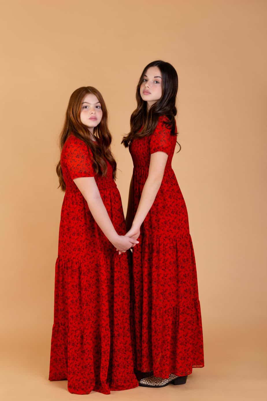 אור ואגם. שמלות: זארה, נעליים: H&M. צילום שלומית איציק - Fashion Israel - מגזין אופנה