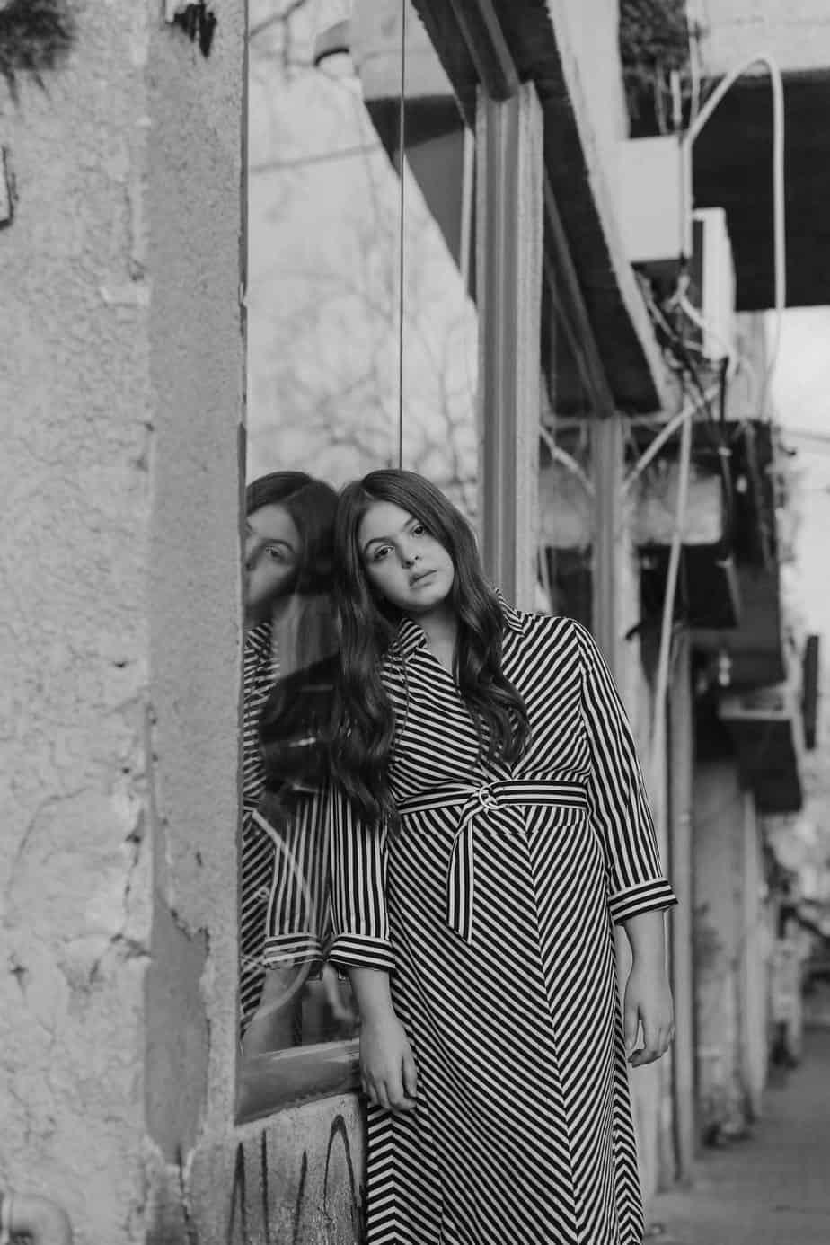 אור. שמלה: H&M. צילום: שלומית איציק - Fashion Israel - מגזין אופנה
