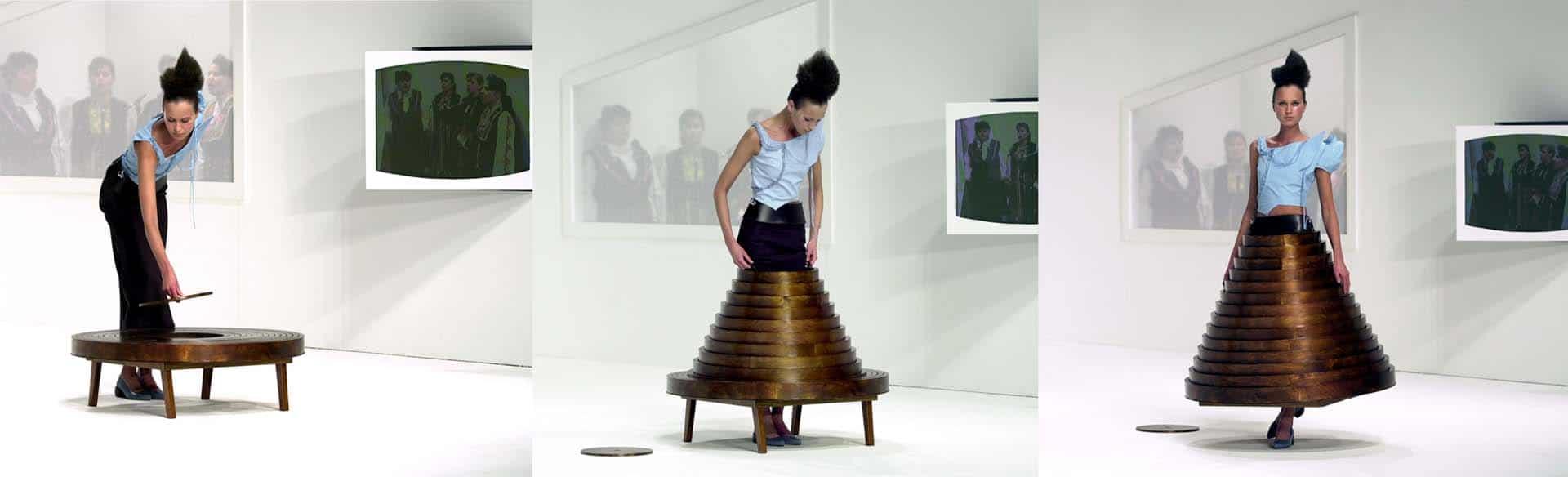 חוסיין שאלאייןֿ, Hussein Chalayan, Table skirt from after words, autumn-winter 2000- Photo credit Chris Moore @catwalking