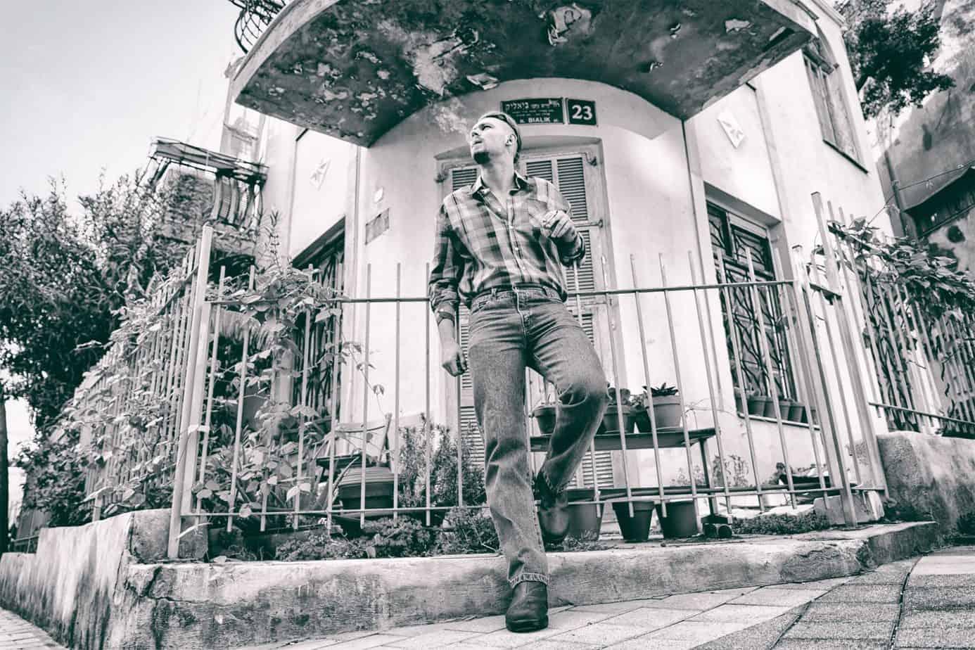חולצת כפתורים וינטג' ג'ינס 501 גברים דוגמן יורי שמעילוב צלם שלומי טל, Shopping ,Fashion ,Trends, Fashion Magazine, אופנה, מגזין אופנה ישראלי, מגזין אופנה, חדשות אופנה, חדשות יופי, כתבות אופנה, אופנה ישראלית, עיצוב אופנה, צילום אופנה, הפקות אופנה, איפור, טרנדים, שיער, ביוטי