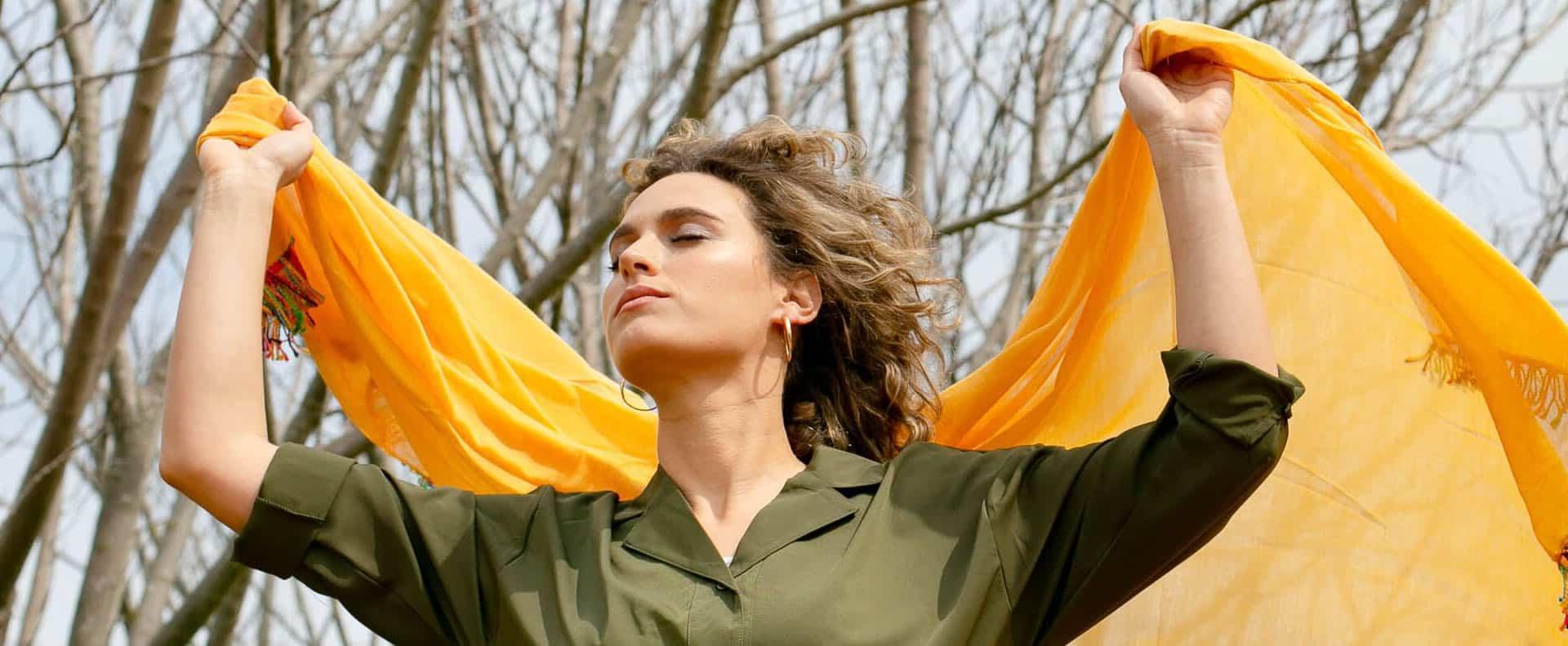 שמלת קשירה,, מעצבת YAEL לירידי האופנה ומתנות החג אסופה מבית שיק מי, צלם שי שגב