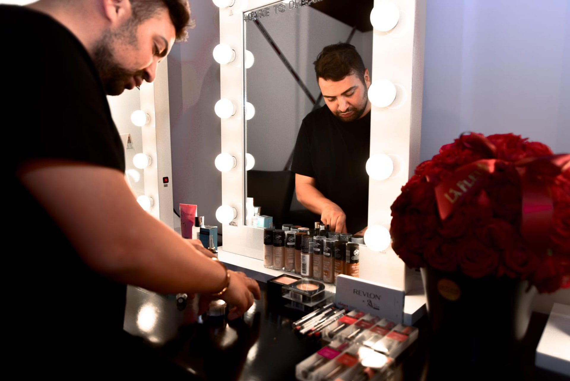 אירוויזיון 2019, גילי אלגבי המאפר הראשי של האירוויזיון מטעם רבלון צילום צילום Danial Anduriel - 566