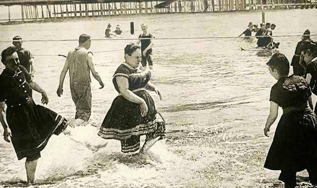 היסטוריה נשים בבגדי ים 1800