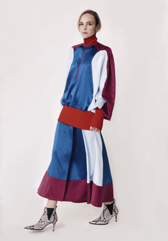 חליפה של עפרי מצא ל- Cabinet of Style. צילום: גיא נחום לוי
