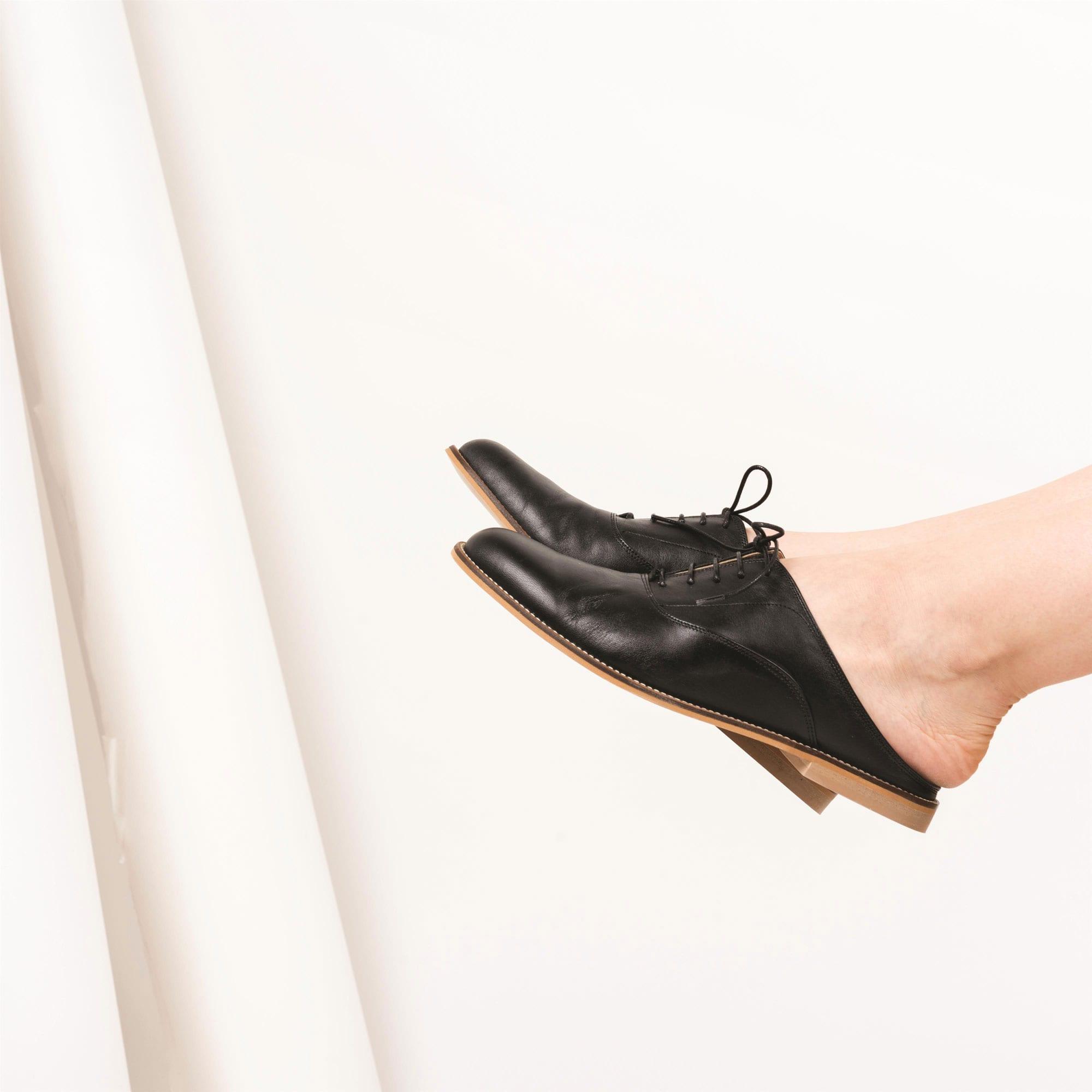 ביכורים לשבועות: הרברט - כפכפי אוקספורד יוניסקס של המעצבת מורן צור. צילום: איה וינד
