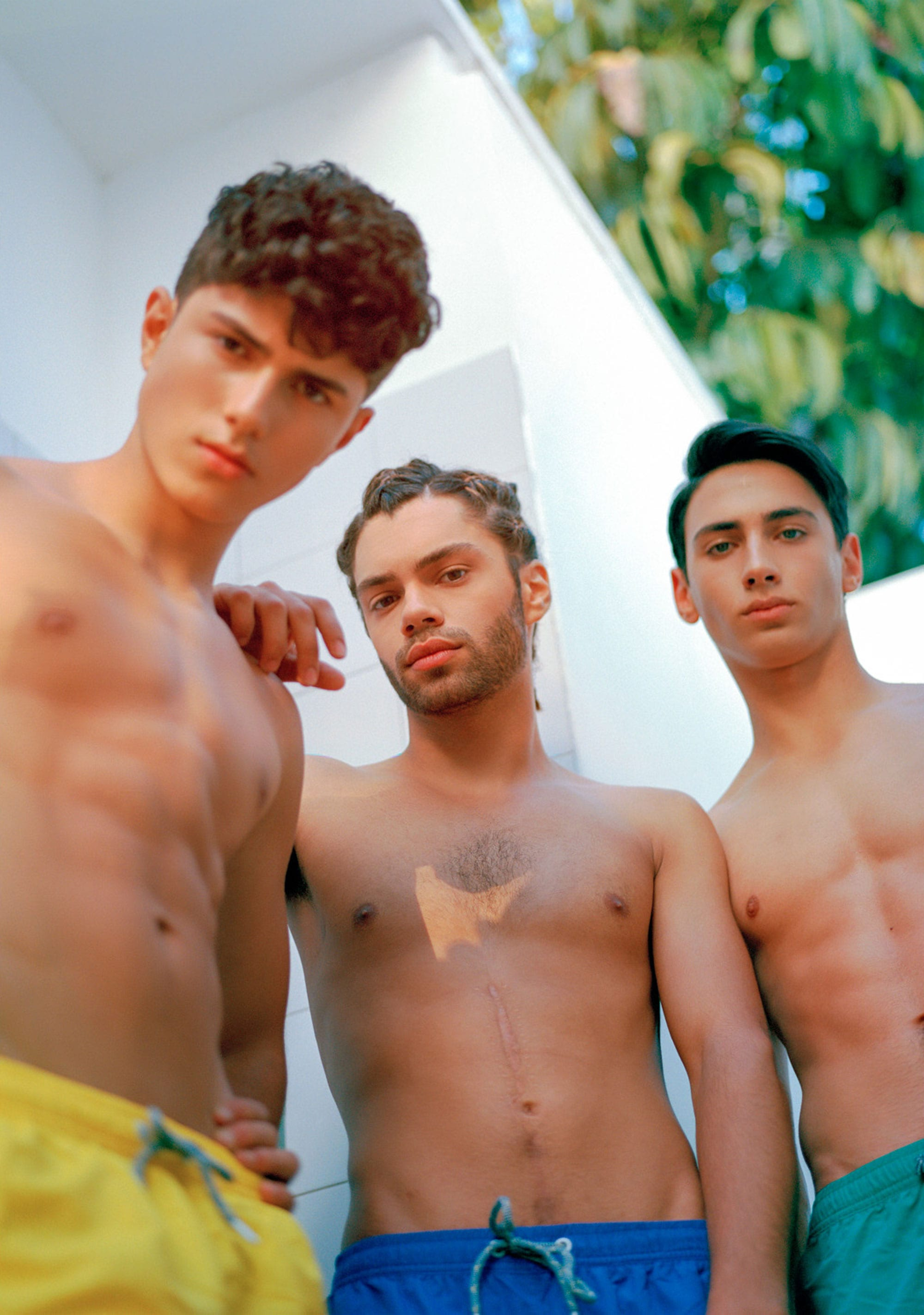 Shorts: Renuar Photographer: Angel Chai Arviv, Styling: Tal Bouhinin, Makeup Artist: Iris Hatzavin, Esther Shitrite, Hair Stylist: Lior Krispekin, Models: Ariel Shuliain, Amir Netzerin, Or Dvirin for Passion Management -9