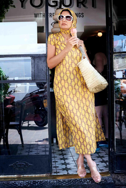 אופנה, חדשות אופנה, כתבות אופנה,מטפחת מרוקאית צהובה, גלביה צהובה, סל יבוא אישי - קרן שביט צילום kim kandler