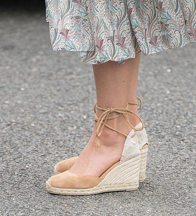 הנעליים של קייט מידלטון, צילום: SAMIR HUSSEIN / WIREIMAGE. INSET: NET-A-PORTER