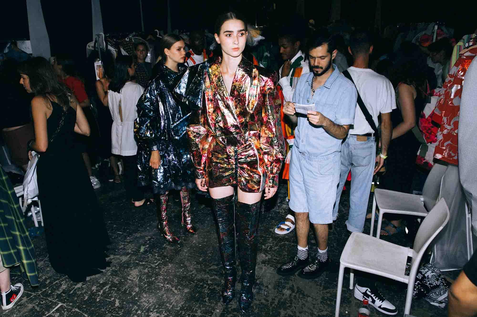 אופנה, חדשות אופנה, כתבות אפנה, שנקר 2019, אבי עמרם, Backstage_at_Shenkar_fashion_show_2019._Photo_Adi_Segal_-_Avy_Amram_(2)